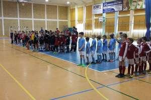 Drużyny orlików z powiatu zagrały w halowym turnieju w Reszlu