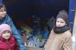 Pełna miska dla Burka i Mruczka od uczniów z Lipinek