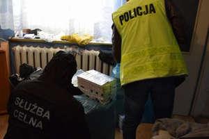 Ponad 2 tys. paczek papierosów zabezpieczyli policjanci i celnicy