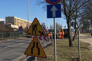 Prace drogowe na skrzyżowaniu Pstrowskiego/Dworcowa przełożone
