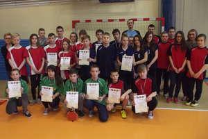 Uczniowie z Rudki i Olsztyn najlepiej grają w tenisa