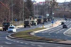 Kolumna pojazdów wojskowych przejechała przez Olsztyn. Zobacz film!