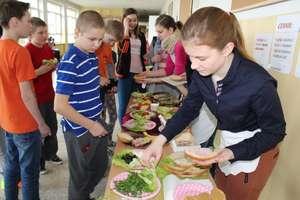 Zdrowe kanapki i sałatki w szkole