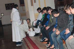 Msza Wieczerzy Pańskiej. Kapłan obmył nogi 12 wiernym