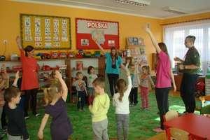 Kreatywne spotkania przedszkolaków z młodzieżą