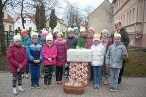 Uczniowie z Sątop odwiedzili dzieci z domu dziecka