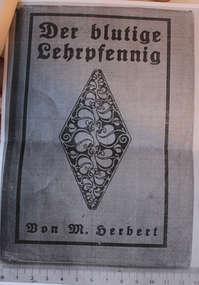 Strona tytułowa książki z biblioteki parafialnej w Bisztynku zatrzymanej przez celników.