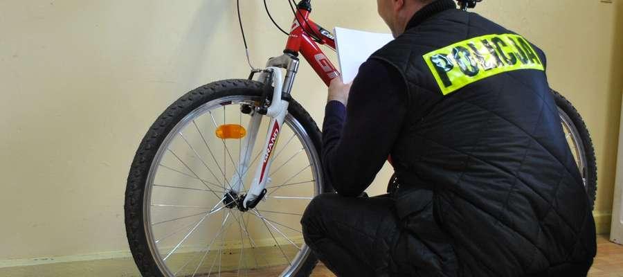 Odzyskany przez policjantów rower.