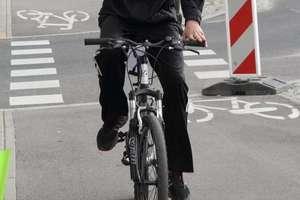 Pijany rowerzysta z mandatem. Do domu wracał na piechotę