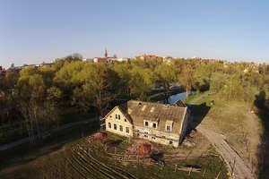 Trwa remont zabytkowej willi w parku Centralnym [FILM]