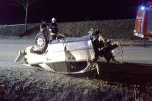 Mercedes rozpadł się na kawałki. Kobieta trafiła do szpitala