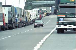 Ciężarówki rozjeżdżają dogi, mieszkańcy czekają na Via Baltica
