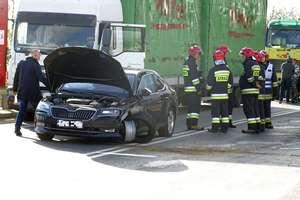 Kolizja trzech samochodów na DK 7 z udziałem zastępcy komendanta głównego policji