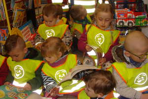 Przedszkolaki z Przedszkola Gminnego Nr 1 w Bartoszycach na wycieczce do księgarni
