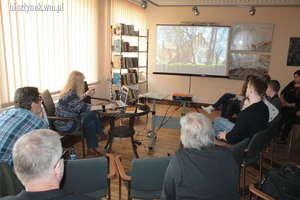 Opowiadała o wiejskich kościołach powiatu lidzbarskiego
