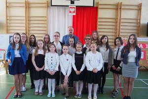 225 rocznica uchwalenia Konstytucji 3 Maja w szkole w Wojciechach