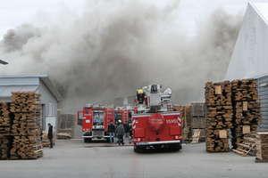 Pożar w zakładzie produkcji mebli