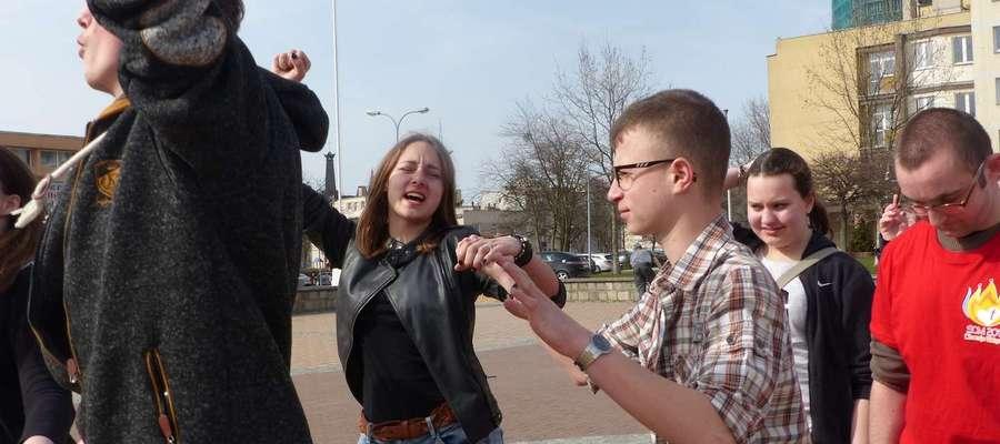 W Elblągu już można było poczuć klimat Światowych Dni Młodzieży. Na początku kwietnia, na 100 dni przed ich rozpoczęciem, młodzież zatańczyła belgijkę na placu Jagiellończyka