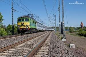 Widać już pierwsze perony i tory na linii Szczytno-Ełk