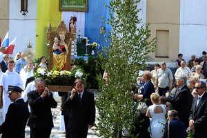 Wierni z procesją poszli do czterech ołtarzy