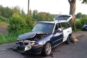 Pijany ojciec wsiadł za kierownicę auta. 12-letni syn został ciężko ranny