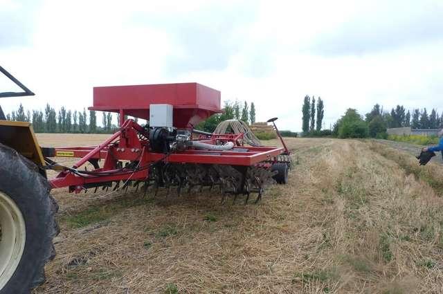 Agregat uprawowo-siewny do bezorkowej uprawy gleby