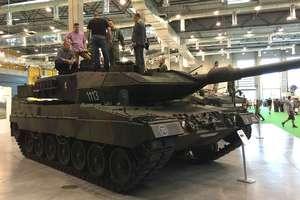 Broń, sprzęt wojskowy i pokazy. Służby specjalne na targach Pro Defense w Ostródzie [FILM]