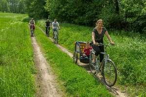 Rowerzyści wspólnie okrążyli jezioro Łuknajno