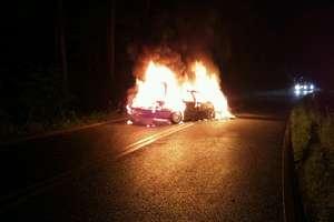 Rozpędzone bmw uderzyło w audi i stanęło w płomieniach