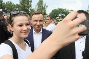 Prezydent: obecny rząd zrobił dla Polaków więcej przez rok, niż poprzedni przez 8 lat. A Ty jak uważasz?