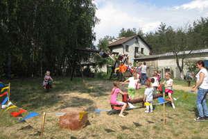 Przednia zabawa dla milusińskich w Kącikach