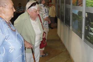Pensjonariusze oglądali wystawę ks. Salamona
