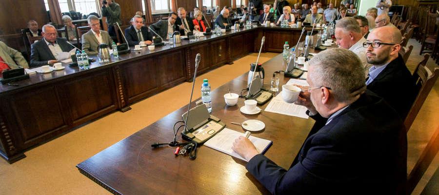 We wtorek o połączeniu szpitali dyskutowano na nadzwyczajnej sesji Rady Miejskiej w Elblągu