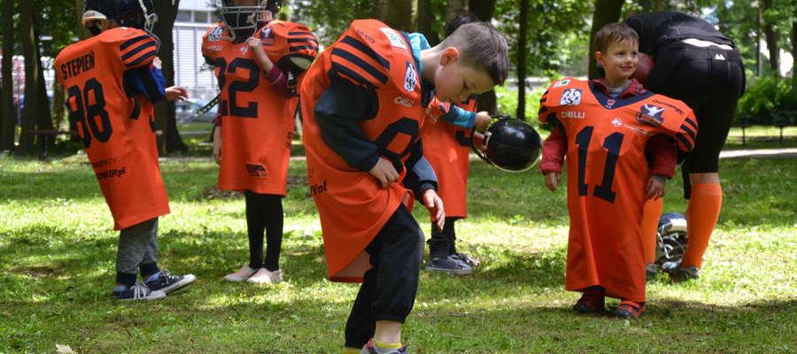Najmłodsi mieli okazję potrenować w strojach futbolistów amerykańskich