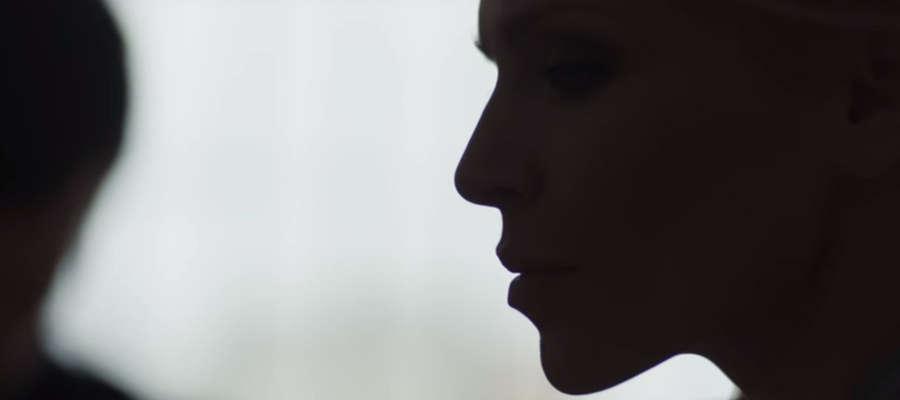 """Kadr z klipu do utworu """"Karma"""" w wykonaniu Joanny Kondrat."""