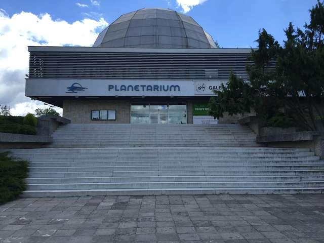 Planetarium wznawia działalność. Czeka tam na nas sporo atrakcji - full image