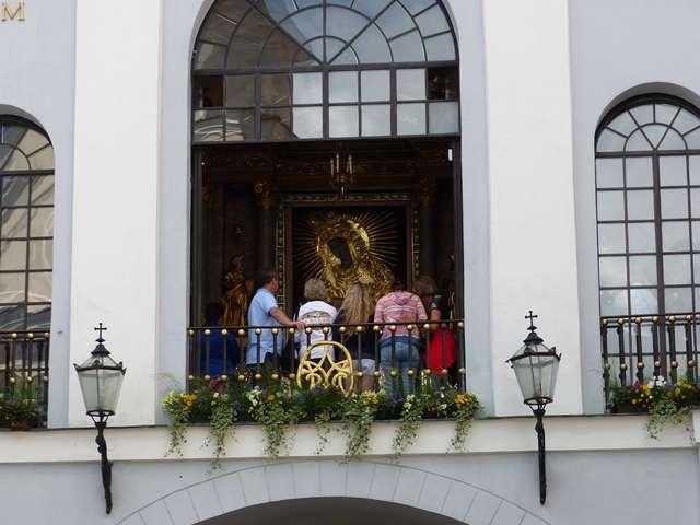 Obraz Matki Boskiej Ostrobramskiej jest - obok katedry - najbardziej rozpoznawalnym symbolem Wilna - full image