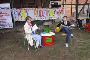 Piknik przy sali wiejskiej w Targowisku