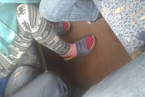 Torby na siedzeniach czy zdejmowanie butów... Co najbardziej irytuje podczas podróży pociągami?