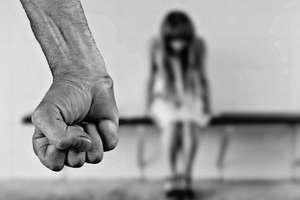 Ojczym gwałcił mnie przez wiele lat