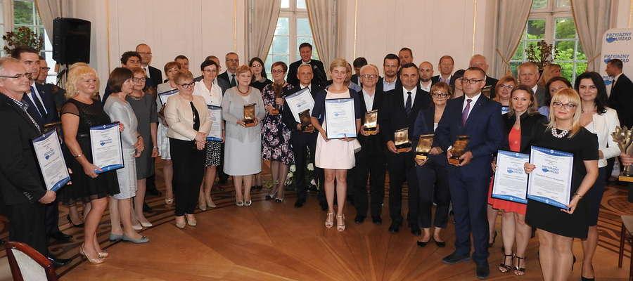 Wspólne zdjęcie uczestników uroczystości w Jabłonnie
