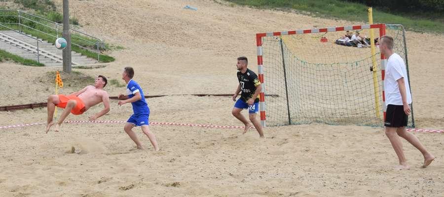Turniej piłki kopanej na piasku wygrała ekipa Plażowych ręczników