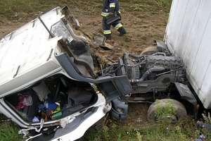 Pasażerka opla zginęła na miejscu. Niebezpiecznie na drogach regionu