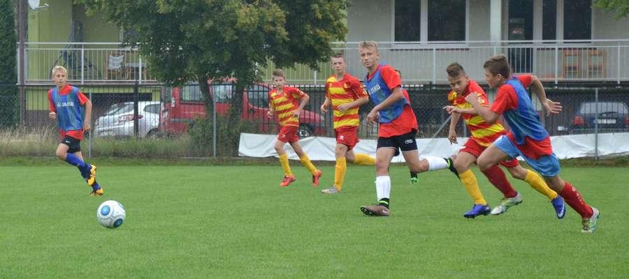 Piłkarze AP Ostróda z Jagiellonią Białystok zagrali na boisku przy ul. Plabiscytowej