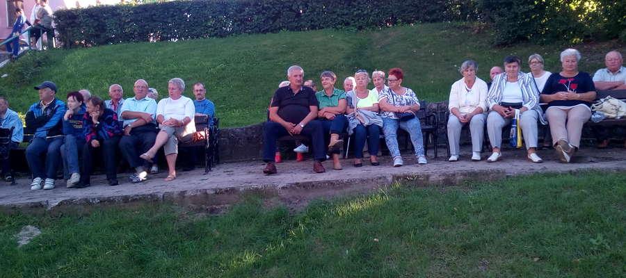 Nowomiejska publiczność podczas jednego z koncertów w Ogrodzie Róż