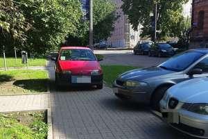 Każdy parkuje jak umie, ale czasami bez wyobraźni...