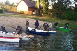 Spinningiem z łodzi na Jeziorze Skarlińskim