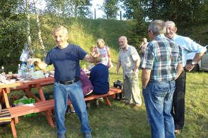 Seniorzy pożegnali lato piknikiem przy grillu