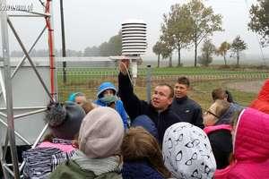 Uczniowie w Rumianie poznawali sposoby badania pogody