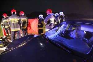 Śmiertelny wypadek na DK 16. Kierowca audi potrącił pieszego